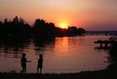Sonnenuntergang auf dem Reservoir lizenzfreies stockbild