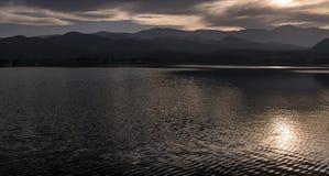 Sonnenuntergang auf dem See Lizenzfreies Stockbild