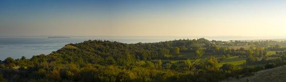 Sonnenuntergang auf dem See Garda stockfotos