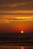 Sonnenuntergang auf dem Strand lizenzfreie stockfotos
