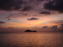Sonnenuntergang auf dem Strand. Lizenzfreies Stockfoto