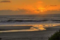 Sonnenuntergang auf dem Strand Lizenzfreies Stockfoto