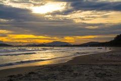 Sonnenuntergang auf dem Strand Stockfotos
