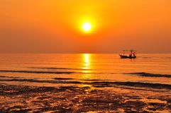 Sonnenuntergang auf dem Strand Stockfoto