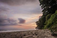 Sonnenuntergang auf dem Strand, Indien lizenzfreies stockfoto