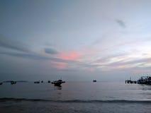 Sonnenuntergang auf dem Strand in Sihanoukville, Kambodscha Stockbild