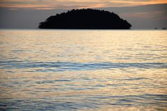 Sonnenuntergang auf dem Strand in Sihanoukville, Kambodscha Lizenzfreies Stockbild