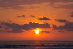 Sonnenuntergang auf dem Strand von Matapalo in Costa Rica Lizenzfreies Stockfoto