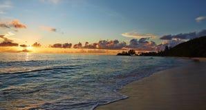 Sonnenuntergang auf dem Ufer Lizenzfreies Stockfoto