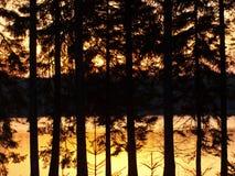 Sonnenuntergang auf dem Wasser Lizenzfreie Stockfotos