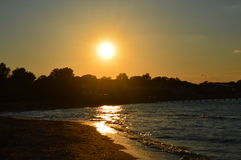 Sonnenuntergang auf dem Wasser stockfoto