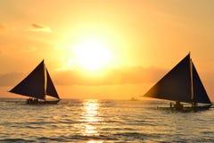 Sonnenuntergang auf dem weißen Strand Stockbilder