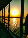 Sonnenuntergang auf den Banken von Flüssen Schuss auf Kalkutta--Fluss Ganga stockbild
