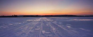 Sonnenuntergang auf den des Urals Bergen Lizenzfreie Stockbilder