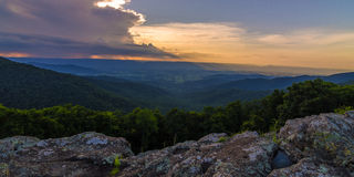 Sonnenuntergang auf den Hügeln - Shenandoah stockfotos