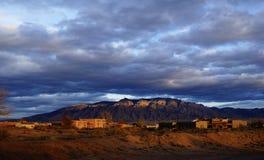 Sonnenuntergang auf den Sandia-Bergen in Nanometer lizenzfreie stockbilder