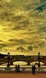 Sonnenuntergang auf der Brücke Alexandre III in Paris Lizenzfreies Stockbild