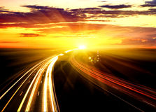 Sonnenuntergang auf der Datenbahn. Stockfoto