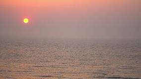 Sonnenuntergang auf der Nordsee in den Niederlanden stock video