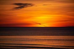 Sonnenuntergang auf der Ostsee Lettland, Bolderaja des Strandes Stockfotos