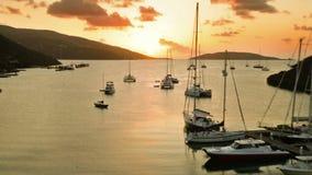 Sonnenuntergang auf der tropischen Insel stock footage