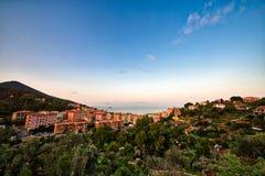 Sonnenuntergang auf Dorf von Elba stockfoto