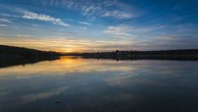 Sonnenuntergang auf einem Fluss Stockfotografie