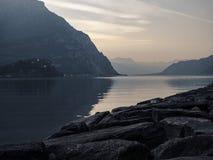 Sonnenuntergang auf einem See Lizenzfreie Stockfotos