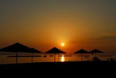 Sonnenuntergang auf einem Strand Lizenzfreies Stockbild