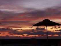 Sonnenuntergang auf einem Strand Lizenzfreies Stockfoto