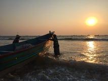 Sonnenuntergang auf einem Strand in Nord-Goa Lizenzfreies Stockfoto