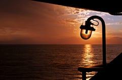 Sonnenuntergang auf einer Fähre Lizenzfreies Stockfoto