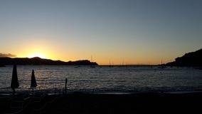 Sonnenuntergang auf Elba. Sonnenuntergang in einer Bucht auf Elba Royalty Free Stock Photography
