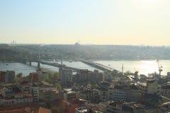 Sonnenuntergang auf goldener Horn-Bucht in Istanbul lizenzfreie stockfotos