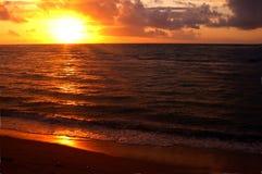 Sonnenuntergang auf Kauai lizenzfreie stockbilder