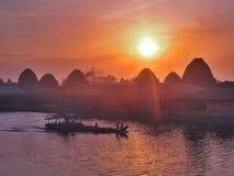 Sonnenuntergang auf Land von Ziegelsteinen Stockfotos