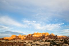 Sonnenuntergang auf orange Felsenhelmen und -flossen Lizenzfreies Stockbild