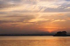 Sonnenuntergang auf Polonnaruwa See Lizenzfreies Stockbild