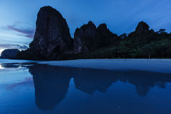 Sonnenuntergang auf Pranang-Strand. Railay, Krabi-Provinz Thailand Lizenzfreie Stockfotos