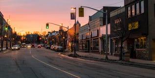 Sonnenuntergang auf Red River St. Lizenzfreies Stockfoto