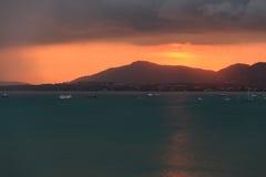 Sonnenuntergang auf Regenzeit Lizenzfreie Stockbilder