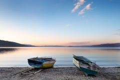 Sonnenuntergang auf See Ohrid-Ufer, Pogradec, Albanien Stockbild