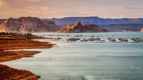 Sonnenuntergang auf See Powell lizenzfreie stockfotos