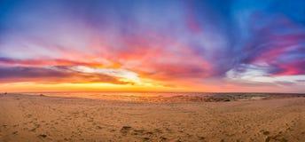 Sonnenuntergang auf Strand stockfotografie