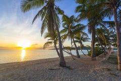 Sonnenuntergang auf Strand lizenzfreie stockfotos