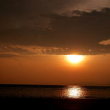 Sonnenuntergang auf Strand Stockbild