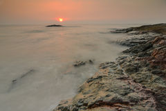 Sonnenuntergang auf Strand Lizenzfreies Stockfoto