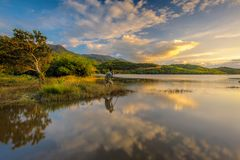Sonnenuntergang auf Ta-Dung See in Dak Nong, Vietnam stockbilder