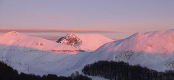 Sonnenuntergang auf Terminillo-Berg stockbild