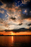 Sonnenuntergang auf verstecktem Dragon Island stockbilder